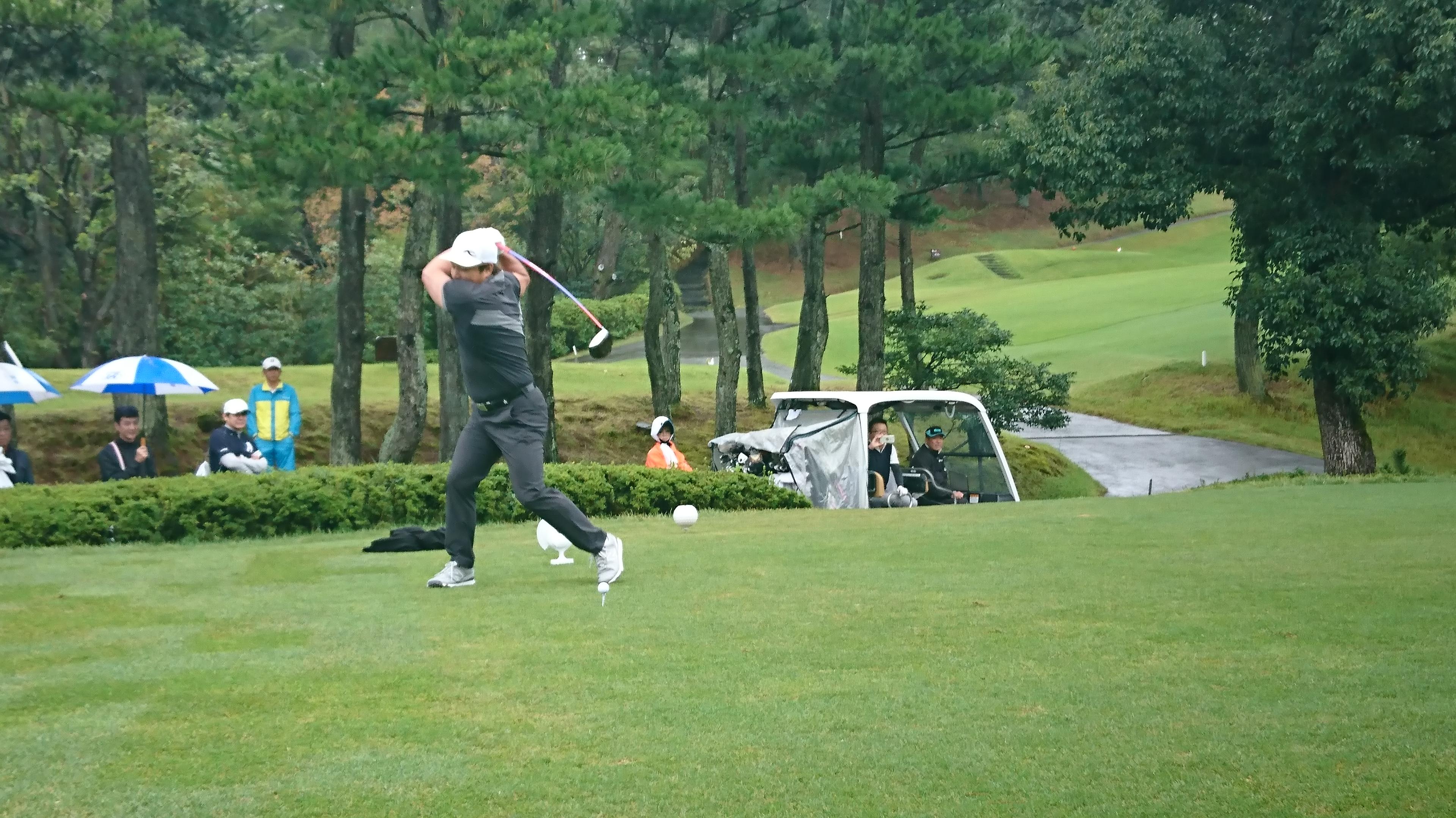 ホールインワン!創立10周年記念のゴルフコンペ