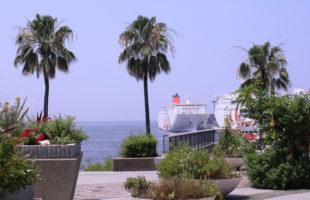 南港の海と船